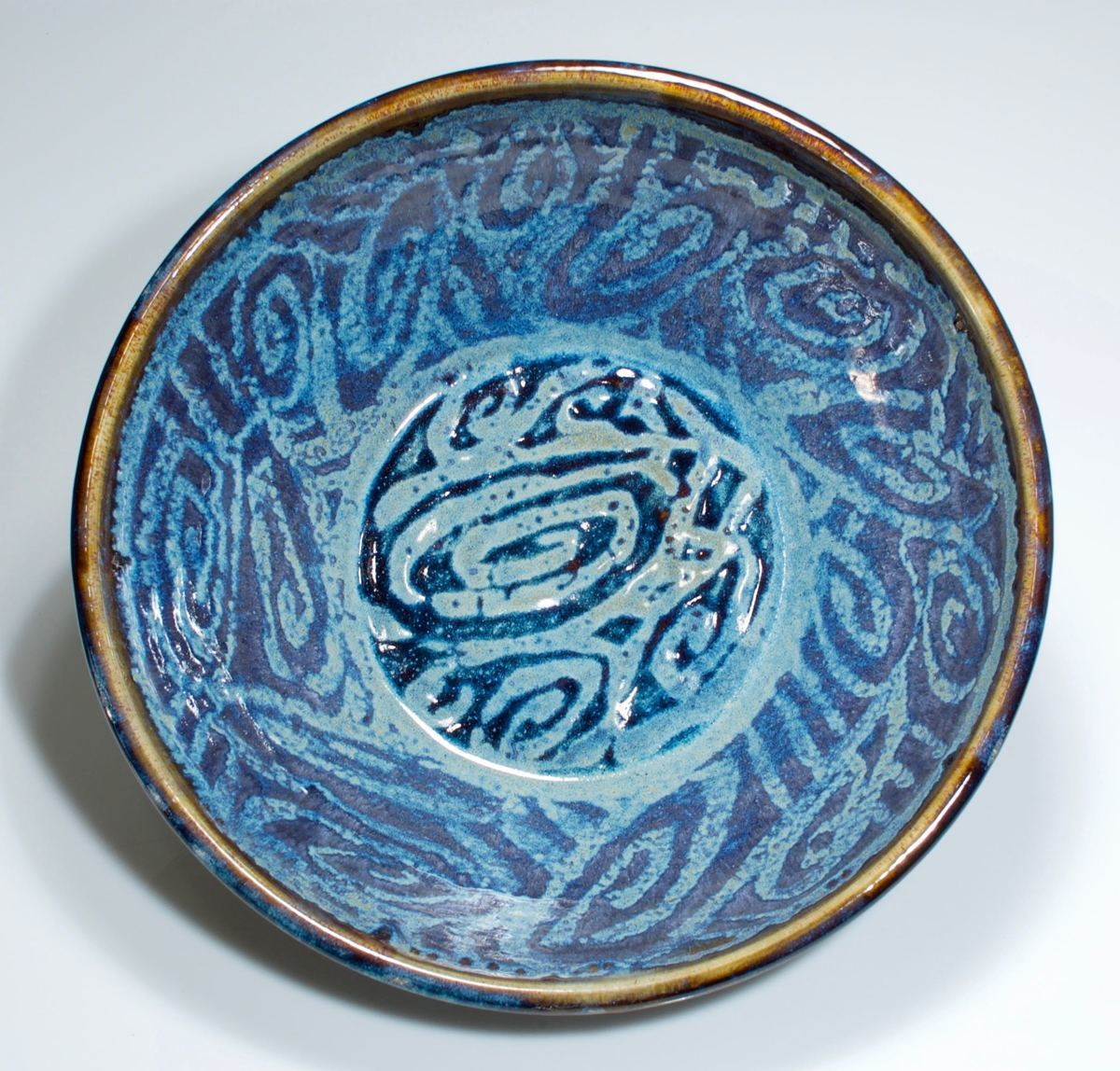 curly blue bowl (large view)