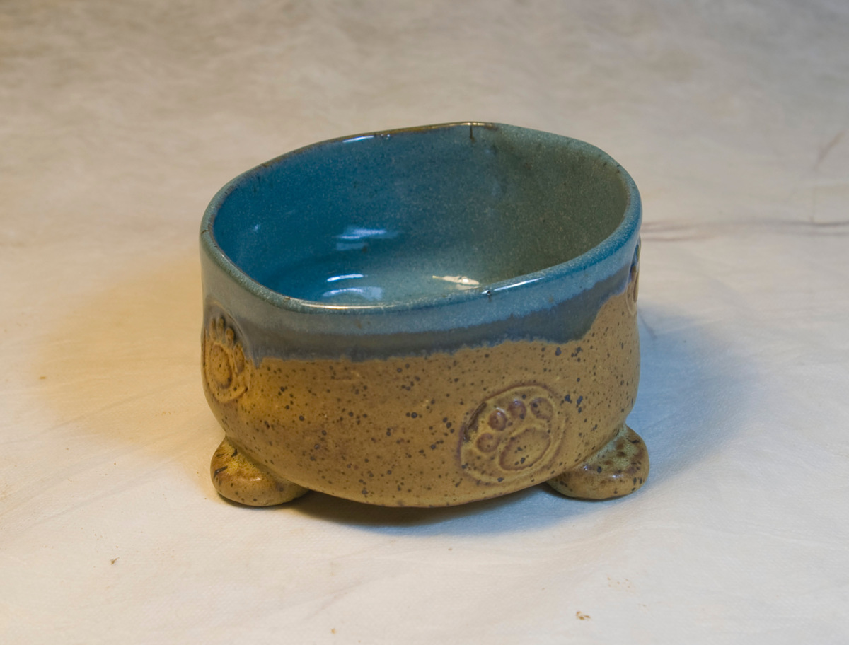 Small Bowl w Feet (large view)