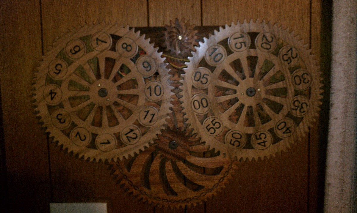 Wooden Clock  (large view)