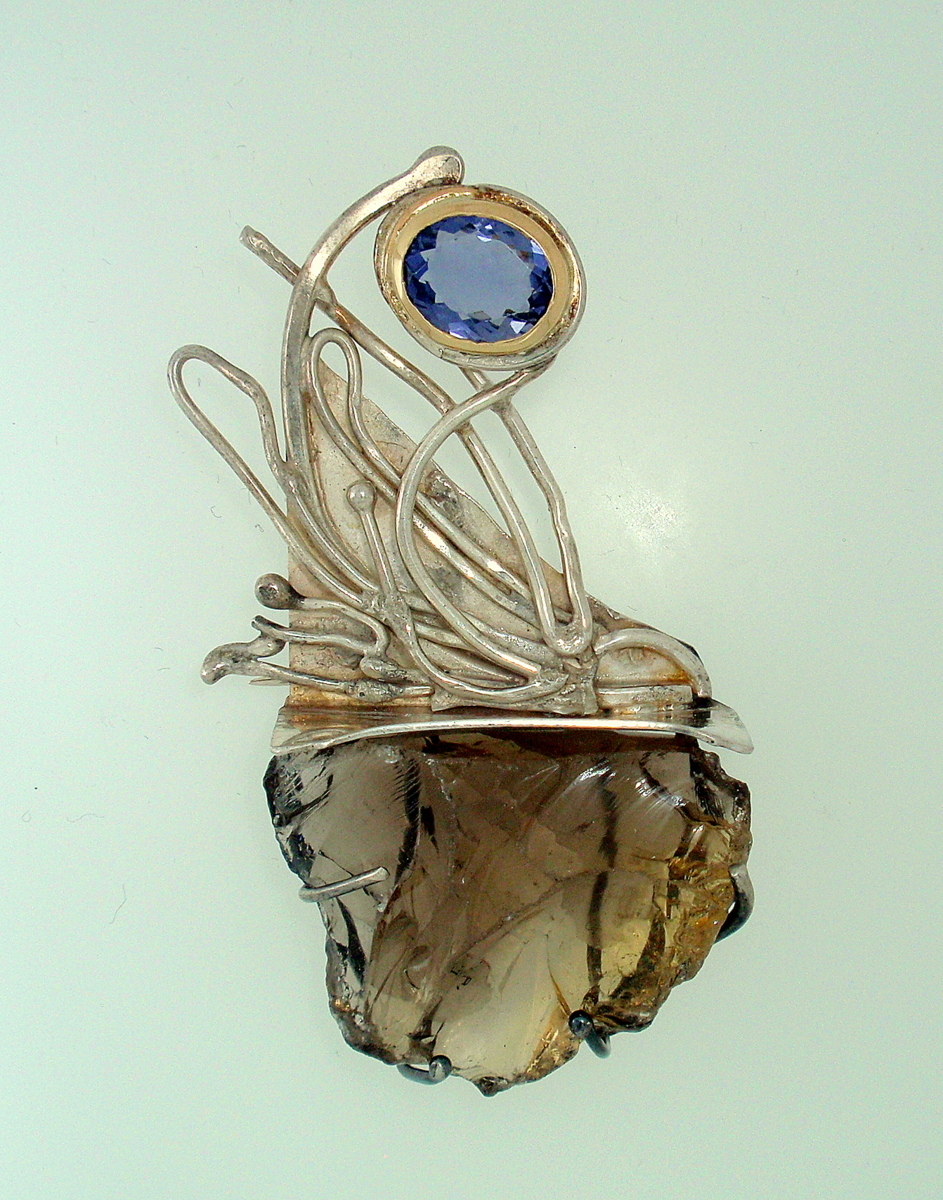 MP-35 Smoky Quartz, Iolite, 18kt Gold, Silver.  Brooch (large view)