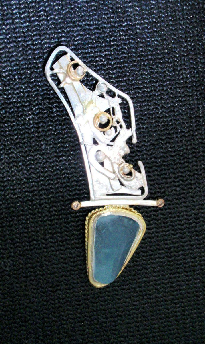 "MP-5 Aquamarine, Diamonds, 18 Kt ""Royal Gold"", Brooch (large view)"
