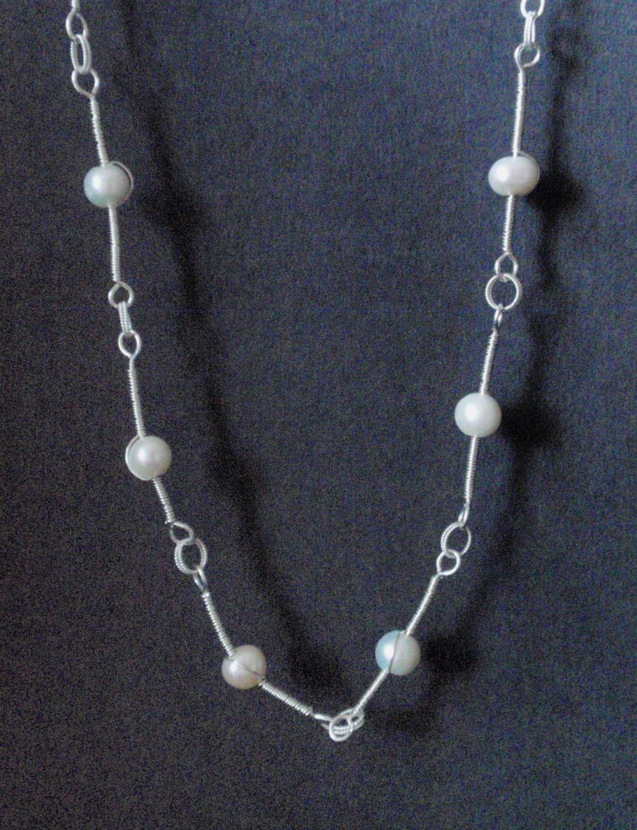 361- MN  White Round Pearls, Silver Links (large view)
